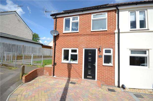 3 Bedrooms End Of Terrace House for sale in Gordon Road, Farnborough, Hampshire