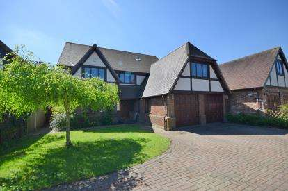 6 Bedrooms Detached House for sale in North Fambridge, Chelmsford, Essex