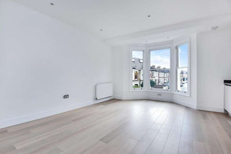 2 Bedrooms Flat for sale in Leopold Road, Wimbledon
