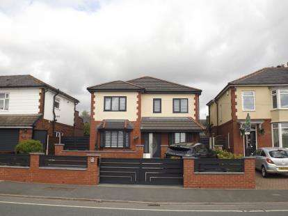 4 Bedrooms Detached House for sale in Bolton Road, Bury, Greater Manchester, BL8