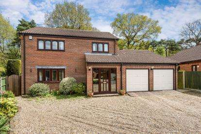 3 Bedrooms Detached House for sale in Drayton, Norwich, Norfolk