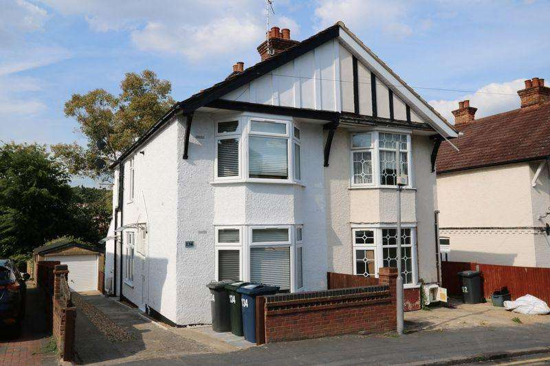 3 Bedrooms Semi Detached House for sale in Dashwood Avenue, High Wycombe