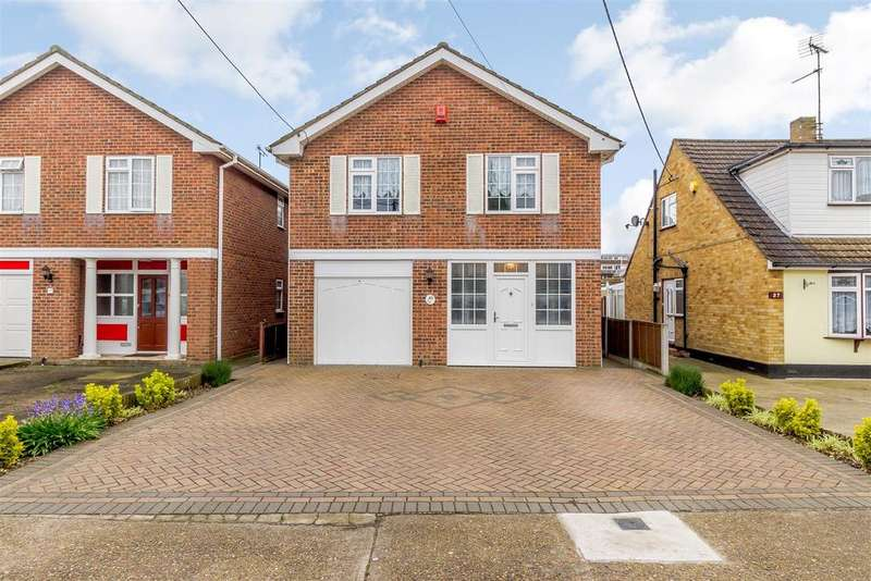 4 Bedrooms Detached House for sale in Eversley Road, Benfleet