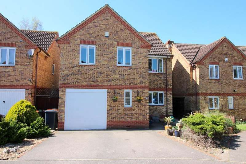 4 Bedrooms Detached House for sale in Chiltern Road, Barton Le Clay, Bedfordshire, MK45 4PB