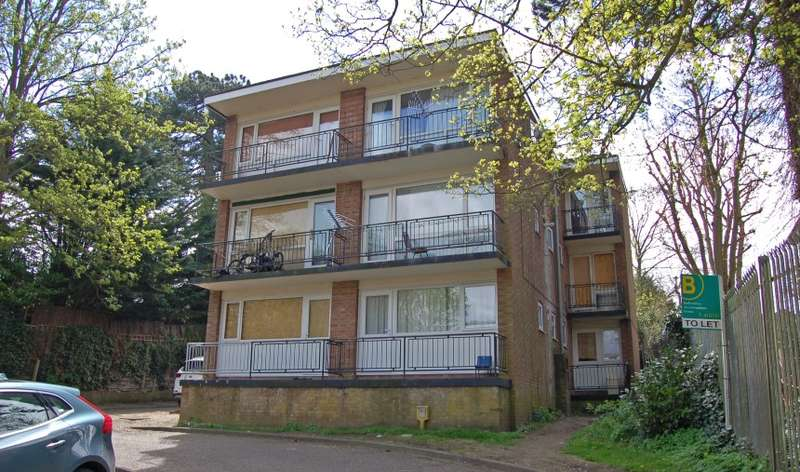 Ground Flat for sale in Farley Lodge, Ruthin Close, Luton, Bedfordshire, LU1 5EN