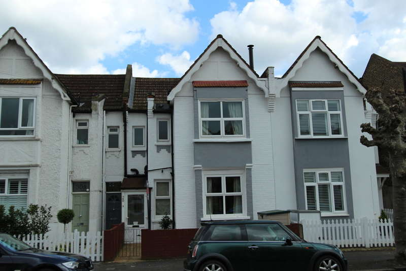 3 Bedrooms Terraced House for sale in Southdown Road, Raynes Park