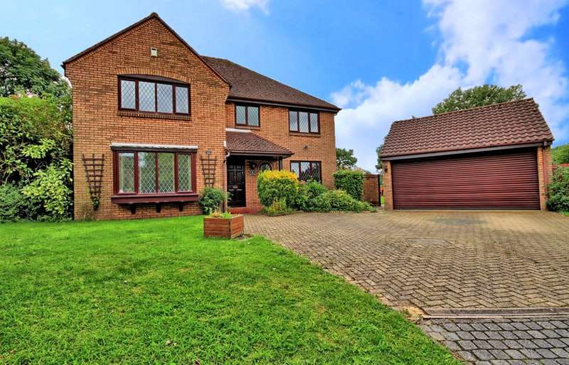5 Bedrooms Detached House for sale in The Granary, Roydon, Essex, CM19