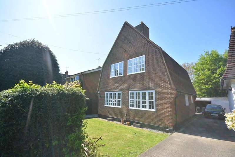 3 Bedrooms Detached House for sale in Meadway, Exhibition Estate, Gidea Park RM2