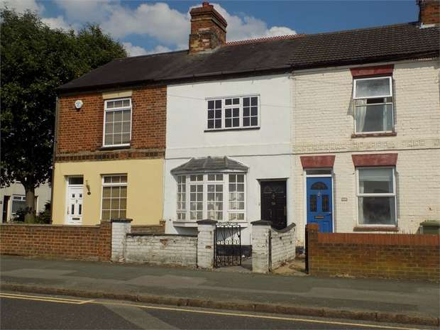2 Bedrooms Terraced House for sale in Victoria Road, Bletchley, Milton Keynes, Buckinghamshire