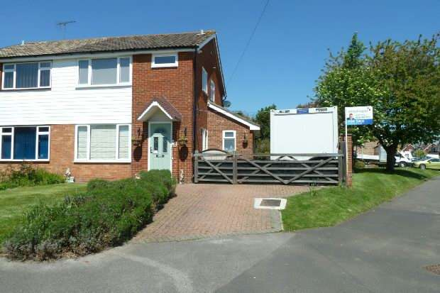 3 Bedrooms Semi Detached House for sale in Greenend Close, Spencers Wood, Reading