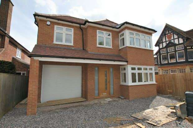 4 Bedrooms Detached House for sale in 175a Halls Road, Tilehurst, Reading