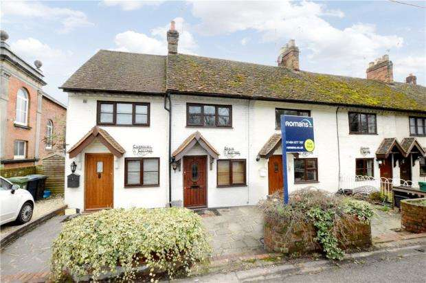 2 Bedrooms Terraced House for sale in Cores End Road, Bourne End, Buckinghamshire