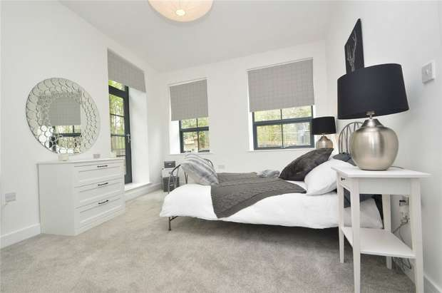 2 Bedrooms Flat for sale in Riverside Mill, Glossop, Derbyshire