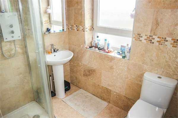 2 Bedrooms Flat for sale in Bardon Green, Aylesbury, Buckinghamshire
