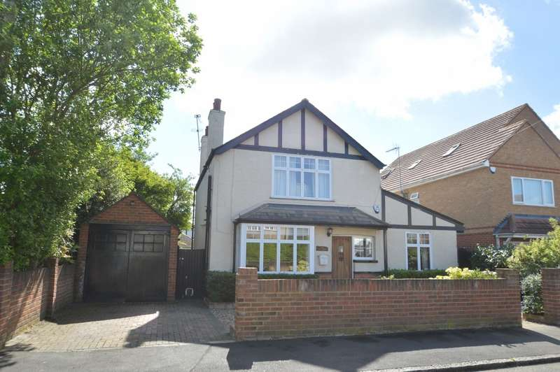 4 Bedrooms Detached House for sale in Mina Avenue, Langley, SL3