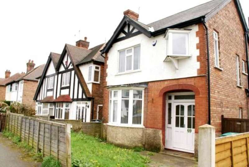 3 Bedrooms Detached House for rent in Wimbledon Road, Sherwood NG5 1GX