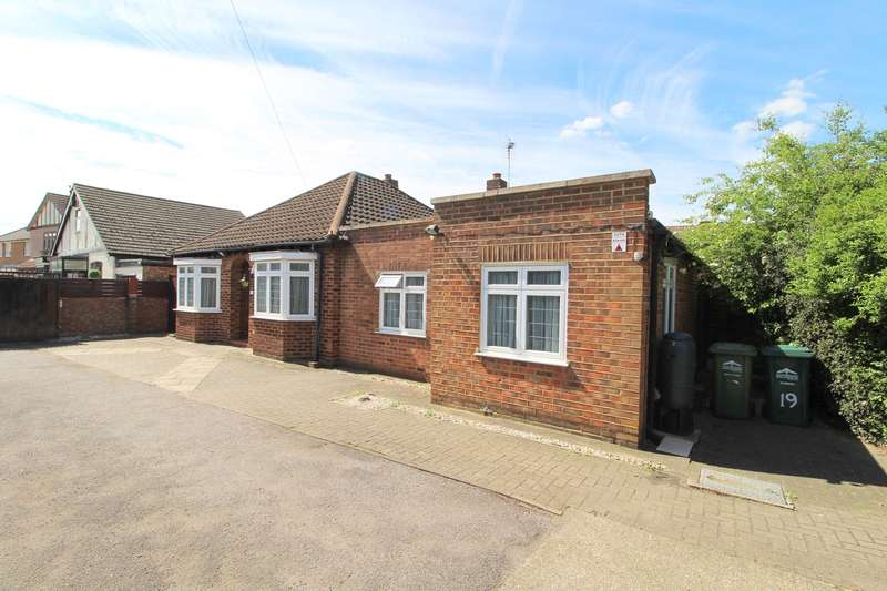 4 Bedrooms Detached Bungalow for sale in Chertsey Road, Ashford, TW15