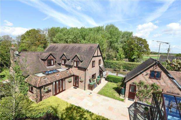 5 Bedrooms Detached House for sale in Church Lane, Arborfield, Reading