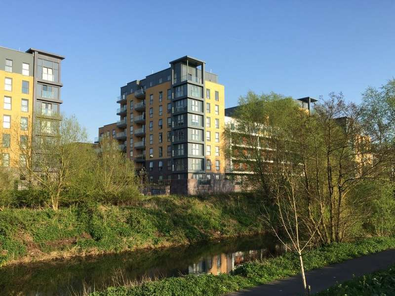 2 Bedrooms Apartment Flat for sale in Skylark House, Drake Way, Reading, RG2