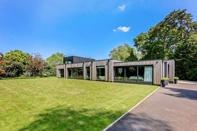 5 Bedrooms Detached House for sale in Coronation Road, Ascot