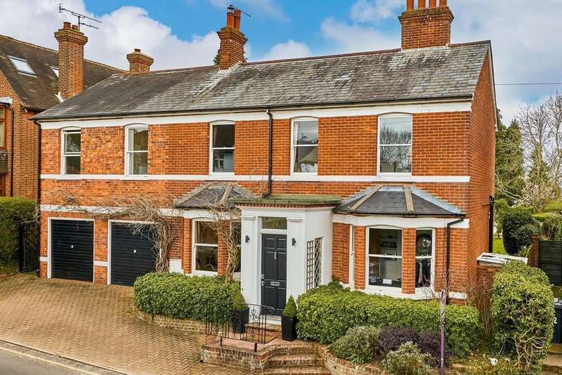 4 Bedrooms Detached House for sale in Crondall Lane, Farnham