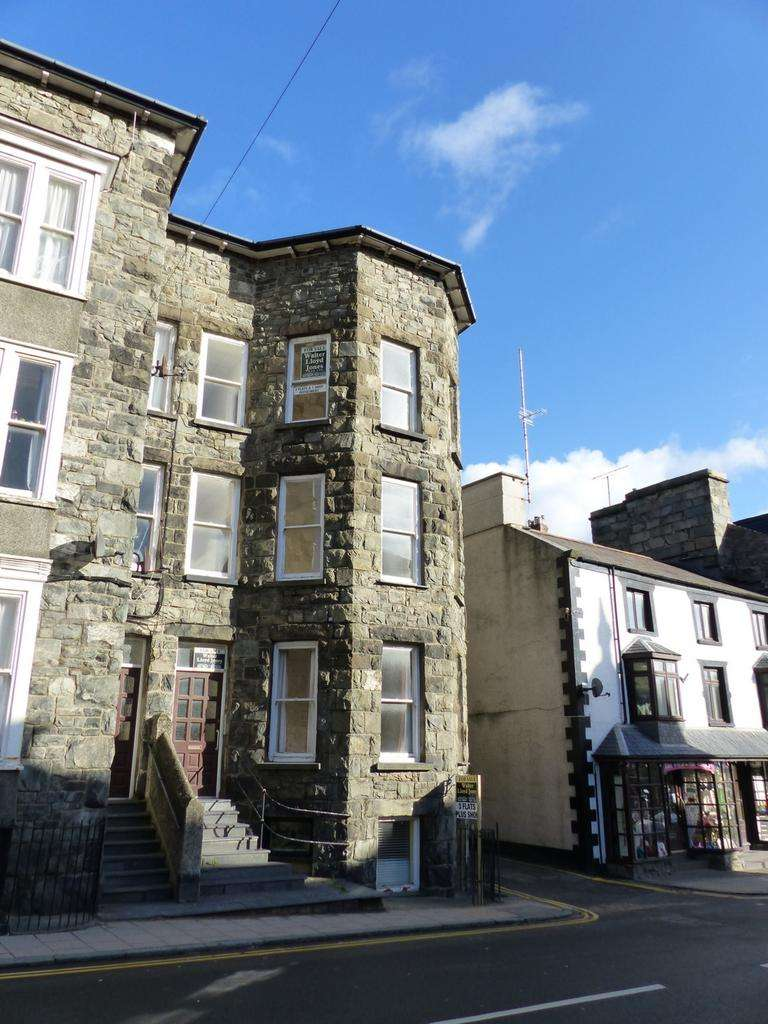 5 Bedrooms Town House for sale in Church Street, Barmouth, LL42