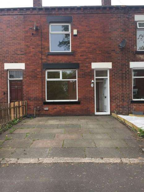 2 Bedrooms Terraced House for rent in Leinster Street, Bolton, BL4