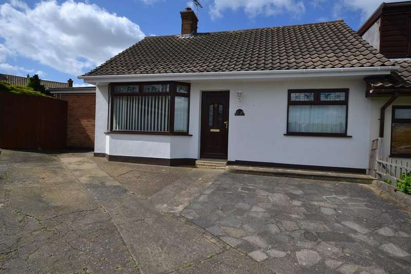 3 Bedrooms Semi Detached Bungalow for sale in Larkfield, Corringham, Stanford-le-Hope, SS17