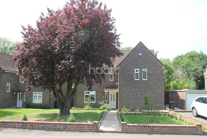 3 Bedrooms Detached House for rent in Hanbury Drive