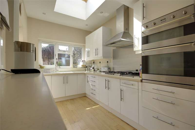 4 Bedrooms Terraced House for sale in Union Road Bounds Green London