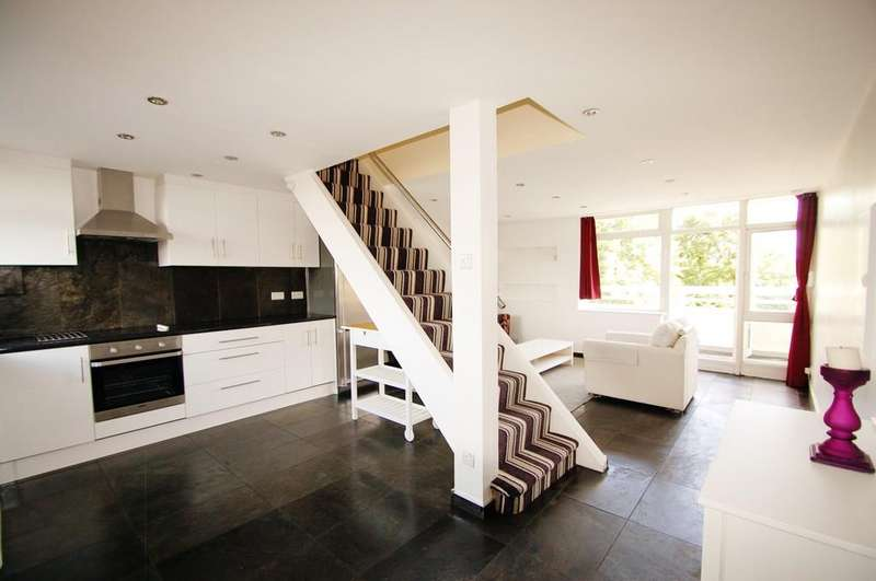 3 Bedrooms Apartment Flat for sale in Hillbeck Close, Peckham , London