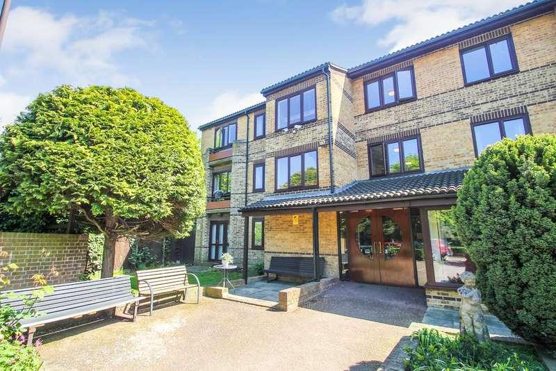 1 Bedroom Flat for sale in Oak Lodge, Cambridge Road, Wanstead, E11