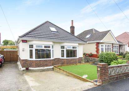 4 Bedrooms Bungalow for sale in Northbourne, Bournemouth, Dorset