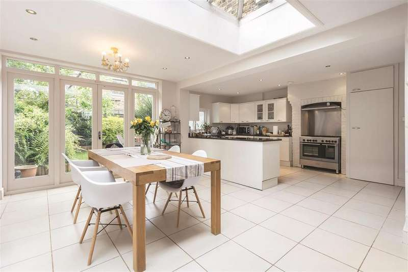 4 Bedrooms Terraced House for sale in Edna Street, SW11
