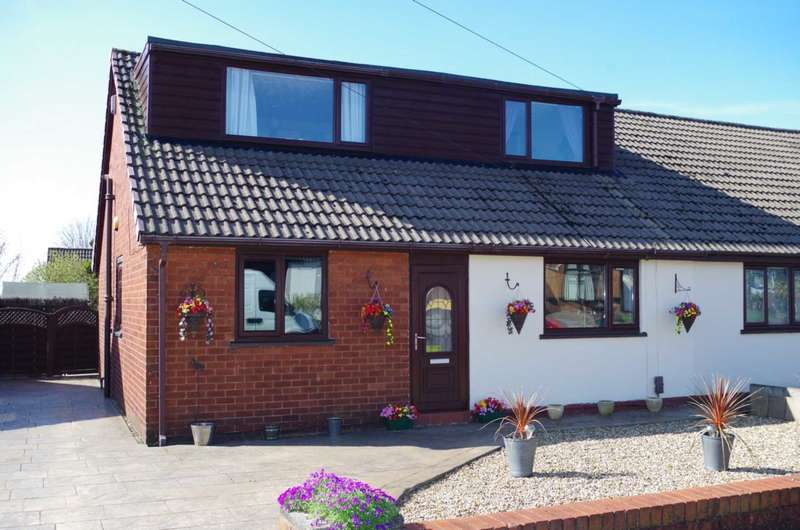 4 Bedrooms Semi Detached House for sale in Baron Walk, Little Lever