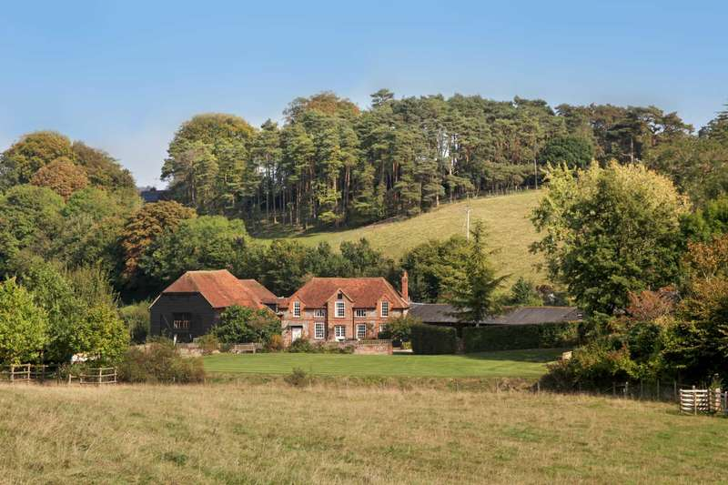 6 Bedrooms Detached House for sale in Lower Basildon, Berkshire
