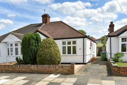 3 Bedrooms Semi Detached Bungalow for sale in Hillview Road, Chislehurst