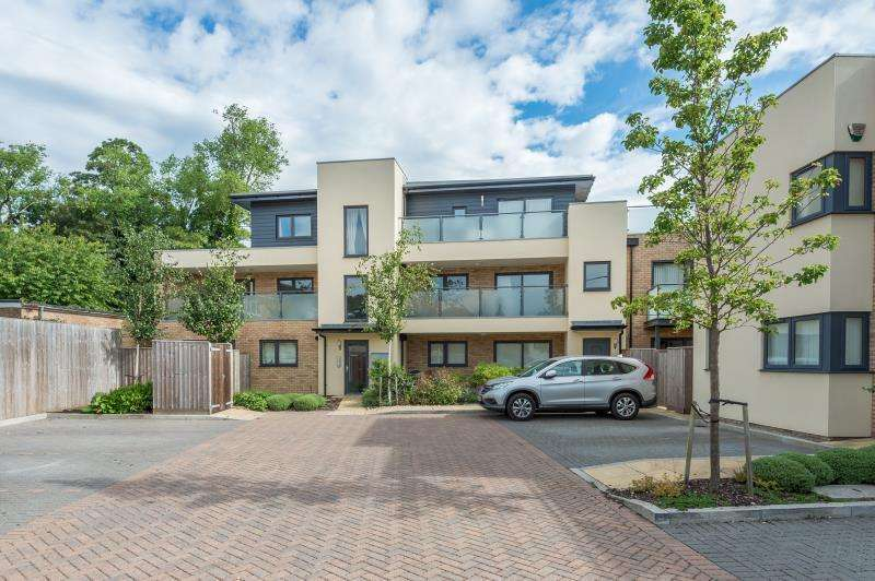 2 Bedrooms Apartment Flat for rent in Robins Court, Wheatley, OX33 1ZD