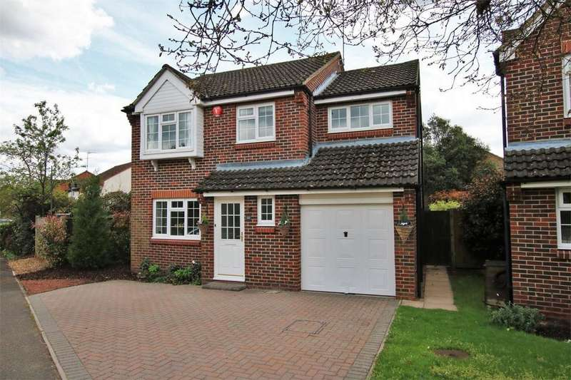 4 Bedrooms Detached House for sale in 32 The Lilacs, WOKINGHAM, Berkshire