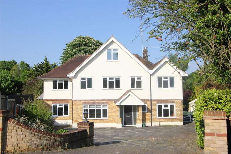5 Bedrooms Detached House for sale in Hillwood Close, Hutton Mount, Brentwood