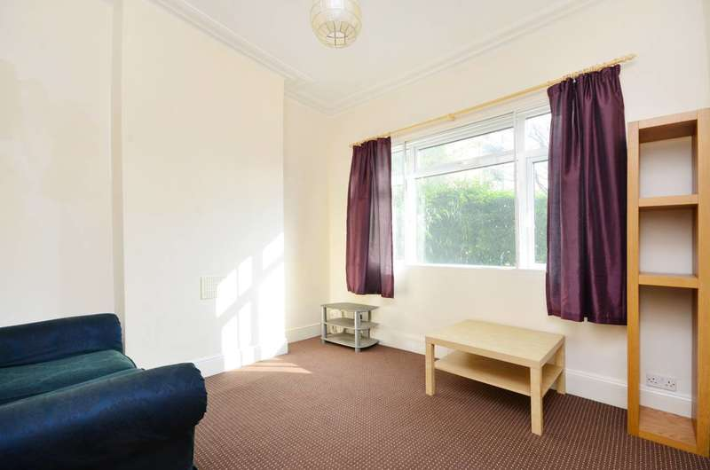 4 Bedrooms House for rent in Woodford Road, Forest Gate, E7