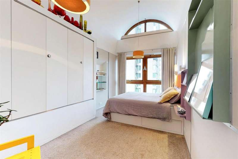 2 Bedrooms Apartment Flat for sale in Bunyan Court, Barbican, London