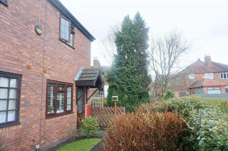 2 Bedrooms Terraced House for sale in Edale Close, Bowdon