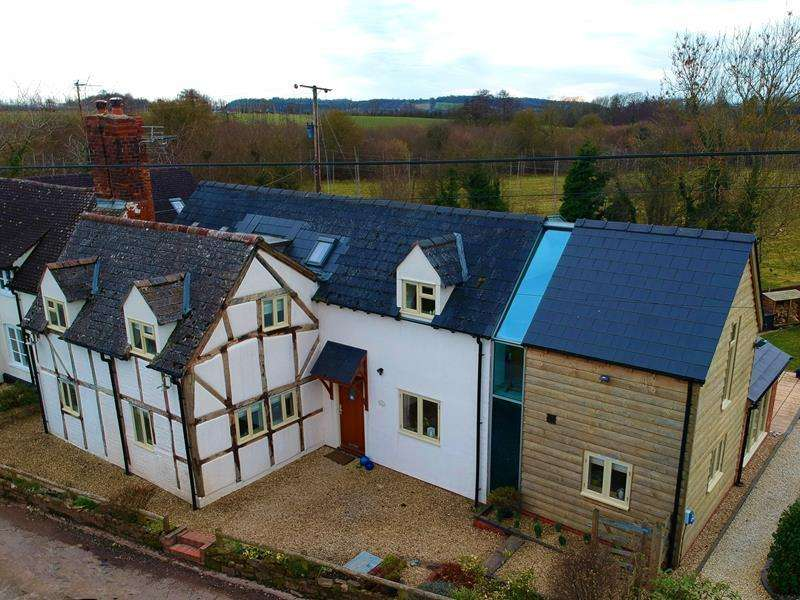 4 Bedrooms Cottage House for sale in Mistletoe Cottage, Lower Southfield Lane, Bosbury, Ledbury, Herefordshire, HR8 1NH