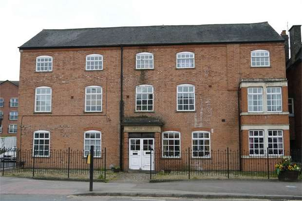 2 Bedrooms Flat for sale in Hampton Court, St. Marys Road, Market Harborough, Leicestershire