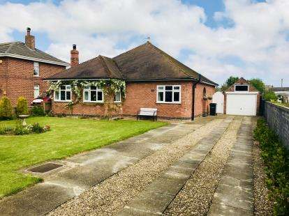 3 Bedrooms Bungalow for sale in Sea Road, Chapel St Leonards, Skegness, Lincolnshire