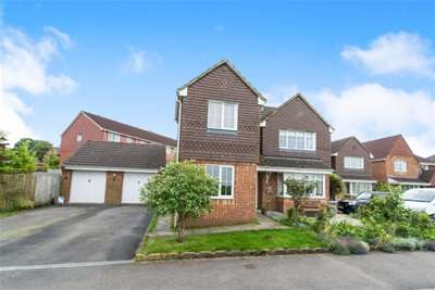 4 Bedrooms Detached House for rent in Old Beggarwood Lane, RG22