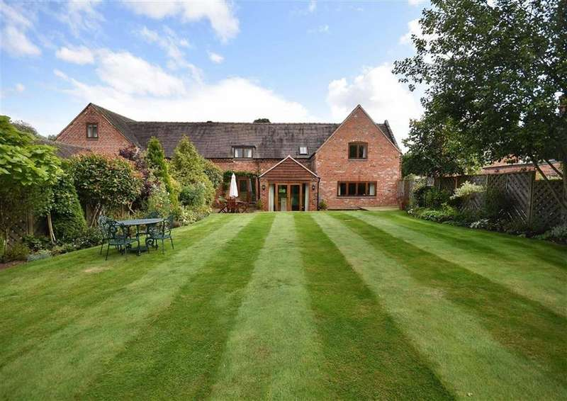 4 Bedrooms Barn Conversion Character Property for sale in Hawthorns Barn, Seisdon Hall Mews, Seisdon Road, Wolverhampton, South Staffordshire, WV5