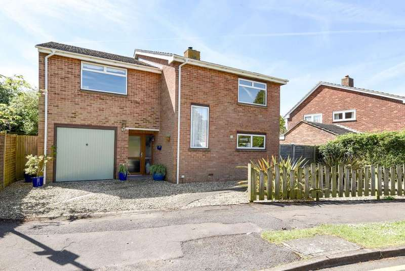 4 Bedrooms Detached House for sale in Turners Drive, Thatcham, RG19