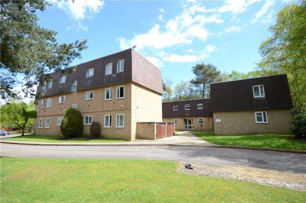 1 Bedroom Apartment Flat for sale in Woodlands Court, Claremont Wood, Sandhurst